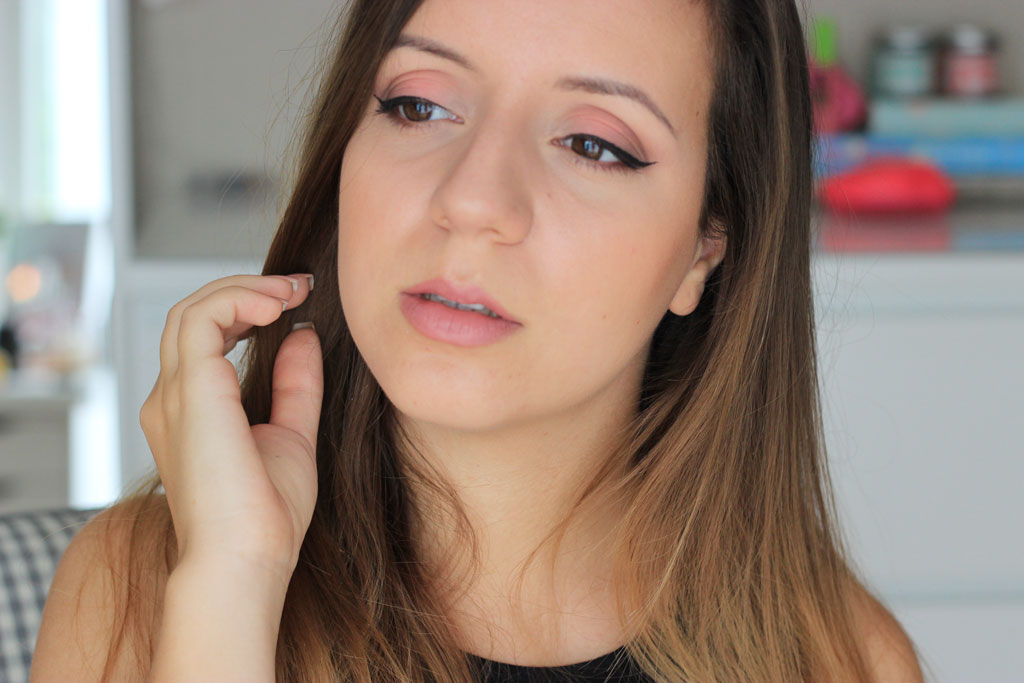 coral-matte-makeup-sleek