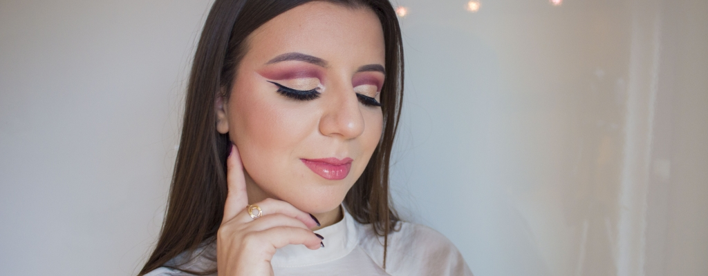 Holiday Cut Crease with the Modern Renaissance